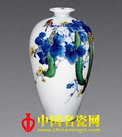 """陆如""""种瓜得瓜""""青花斗彩瓷瓶"""
