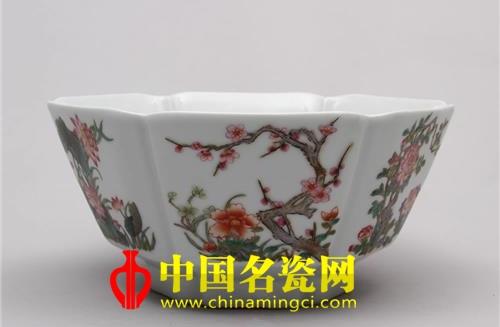 花卉纹葵瓣碗